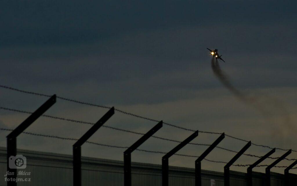 Toto není Guantánamo, ale brněnské letiště :-)